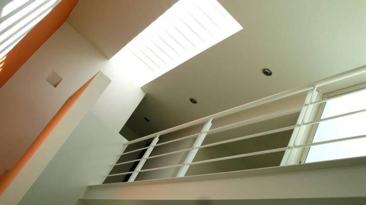 Puente Interior: Pasillos y recibidores de estilo  por Bojorquez Arquitectos SA de CV