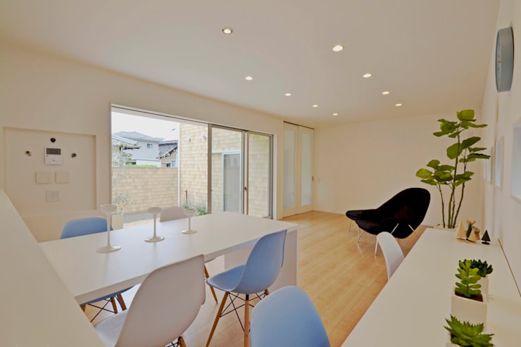 Gate Garage® 包み庭の家: フォーレストデザイン一級建築士事務所が手掛けたダイニングです。,