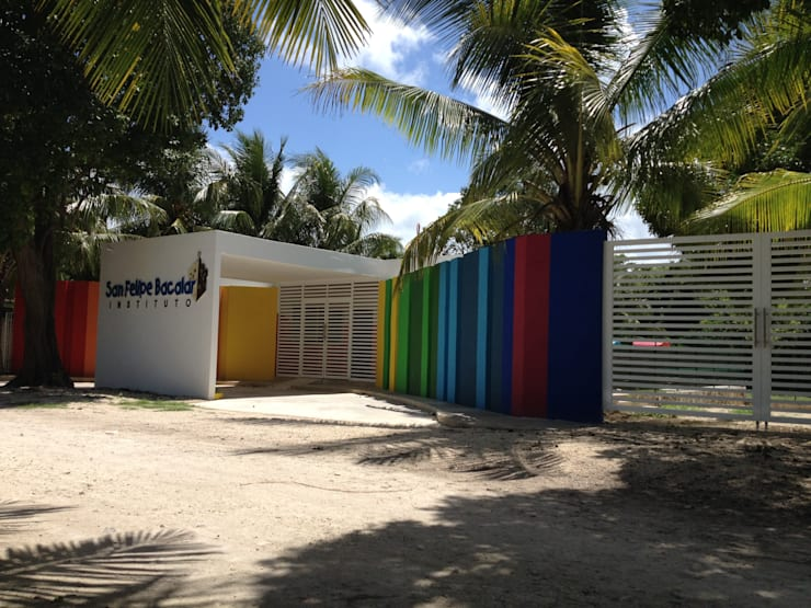 Fachada : Casas de estilo  por Manuel Aguilar Arquitecto
