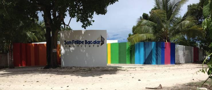 Fachada: Casas de estilo  por Manuel Aguilar Arquitecto