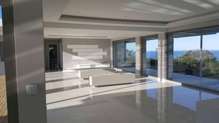 House Bus:  Living room by Rudman Visagie, Modern