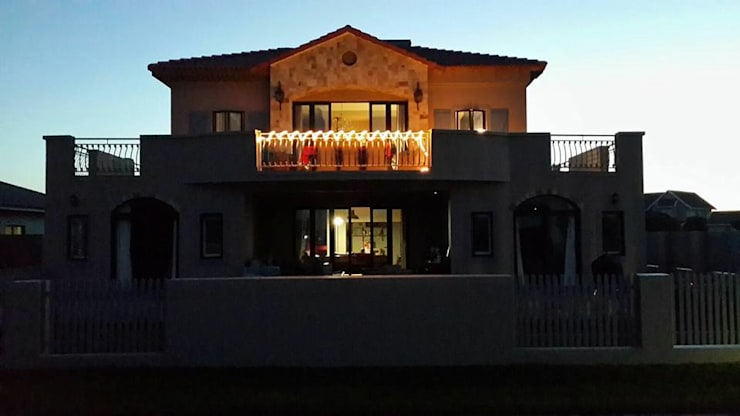 House  Sshwab: classic Houses by Rudman Visagie