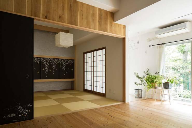 リビング / 縁側: 6th studio / 一級建築士事務所 スタジオロクが手掛けたリビングです。
