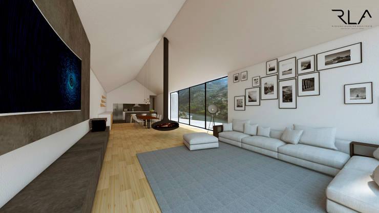 Living Room/Kitchen:   por RLA | RICHARD LOUREIRO ARCHITECTS