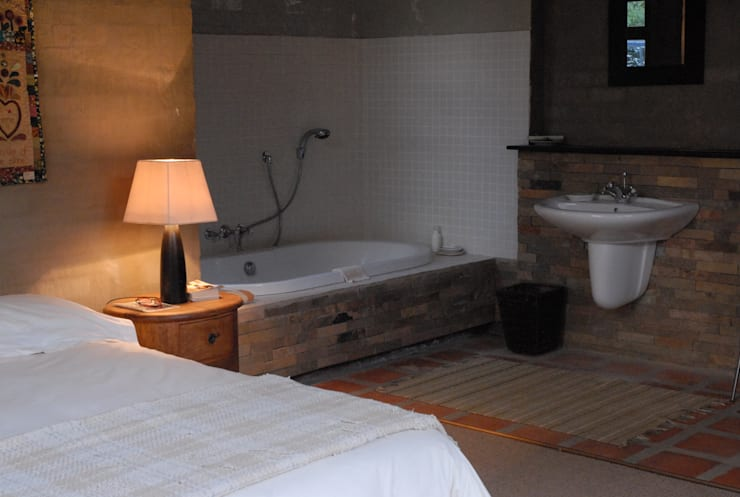 Forest Edge Guest House, Clarens: industrial Bathroom by Reinier Brönn Architects & Associates