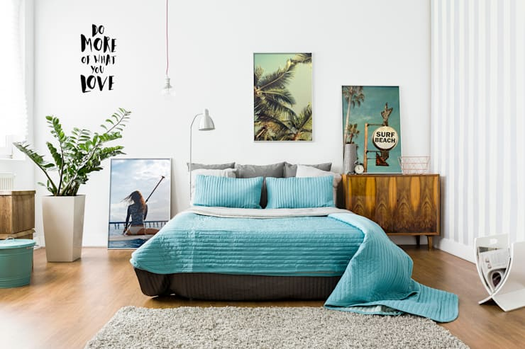 Let's Surf: eclectic Bedroom by Pixers