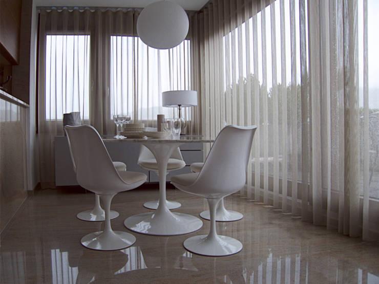 Attico, restyling in 70 mq: Sala da pranzo in stile in stile Moderno di MD Creative Lab - Architettura & Design