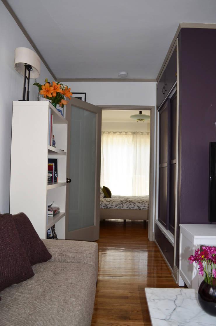Sunnynook Decor: Salas multimedia de estilo  por Erika Winters Design
