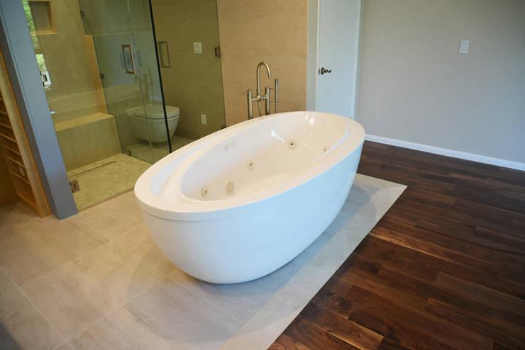 OC Decor : Baños de estilo  por Erika Winters Design
