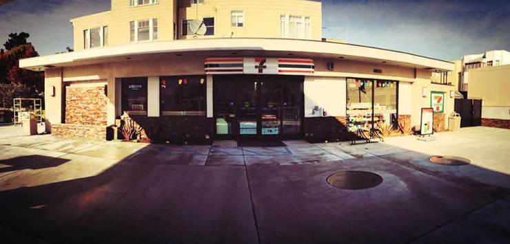 7 Eleven - 76 Gas Station San Francisco: Casas de estilo  por Erika Winters Design