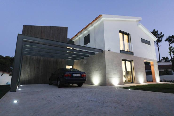 Recuperação de Moradia no Bom Sucesso:   por SOUSA LOPES, arquitectos