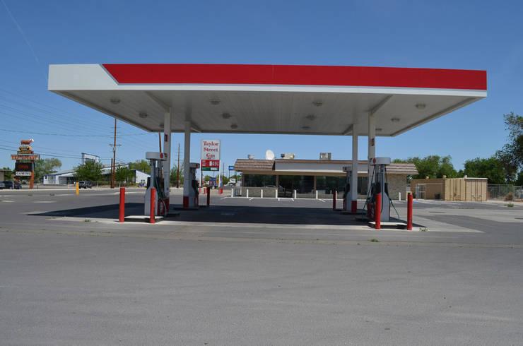 76 Gas Station Fallon Nevada: Oficinas y tiendas de estilo  por Erika Winters Design