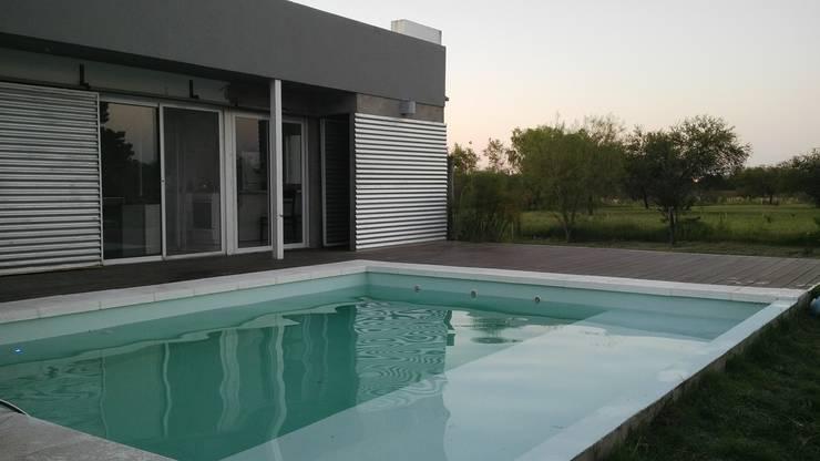 ampliacion de piscina:  de estilo  por VHA Arquitectura
