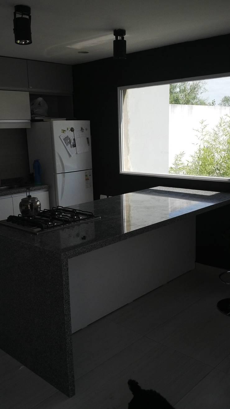 cocina:  de estilo  por VHA Arquitectura