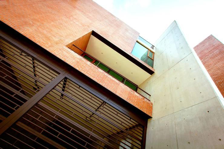 Hogar OV. : Terrazas de estilo  por Lozano Arquitectos