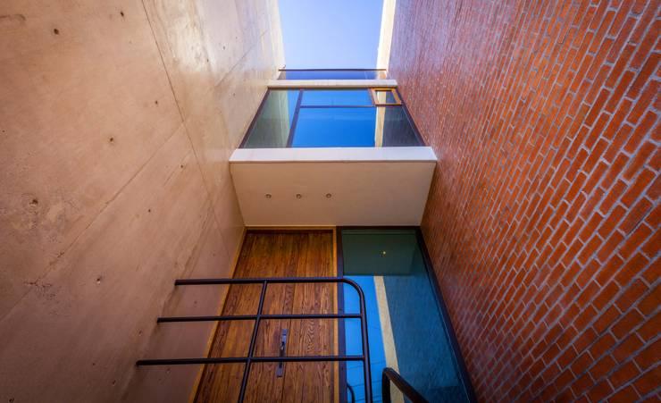 Hogar OV. : Casas de estilo  por Lozano Arquitectos