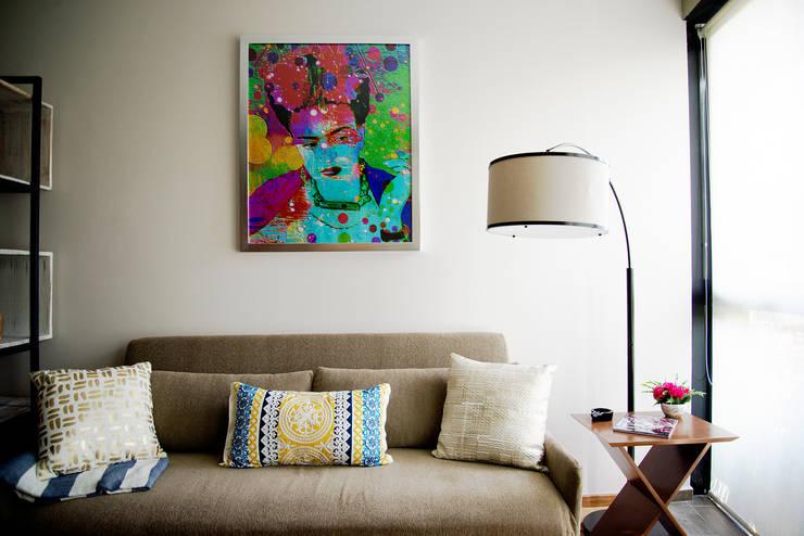 Salas / recibidores de estilo  por Erika Winters® Design