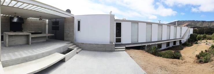 CASA P65: Casas de estilo  por ESTUDIO BASE ARQUITECTOS