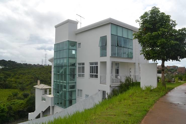 Moderne huizen van Atelier Plural Modern Glas
