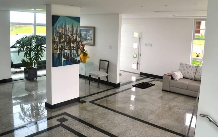 Moderne woonkamers van Atelier Plural Modern