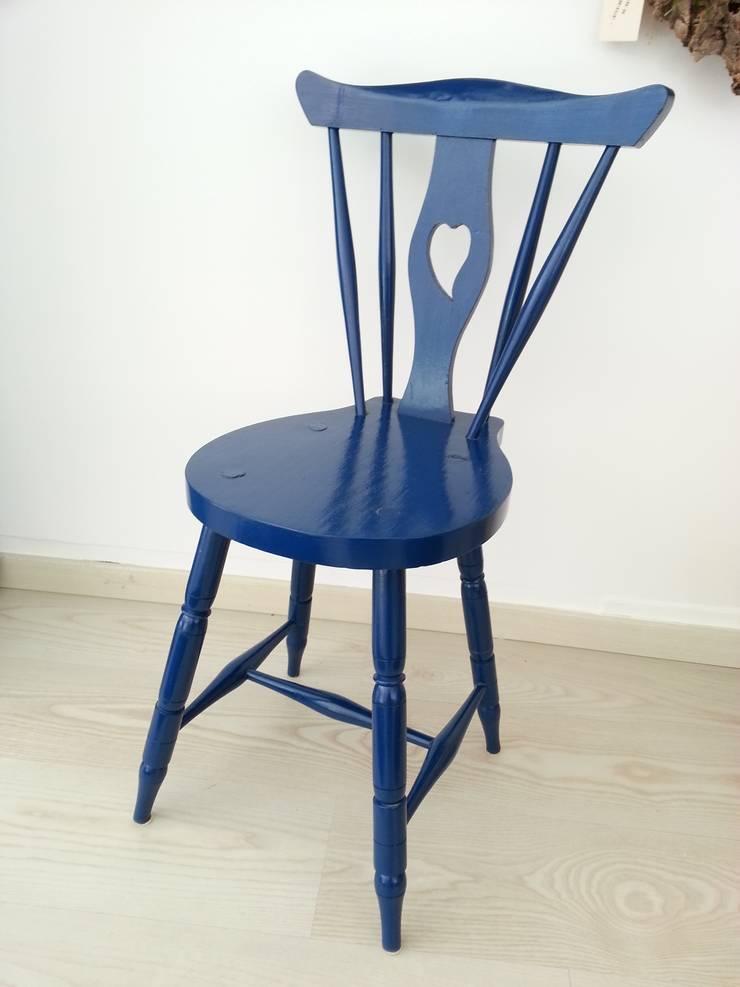 Cadeira rabo de bacalhau: Sala de estar  por Interior Vivo