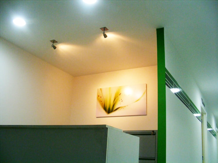 Clínica odontológica: Clínicas de estilo  por Loft estudio C.A.