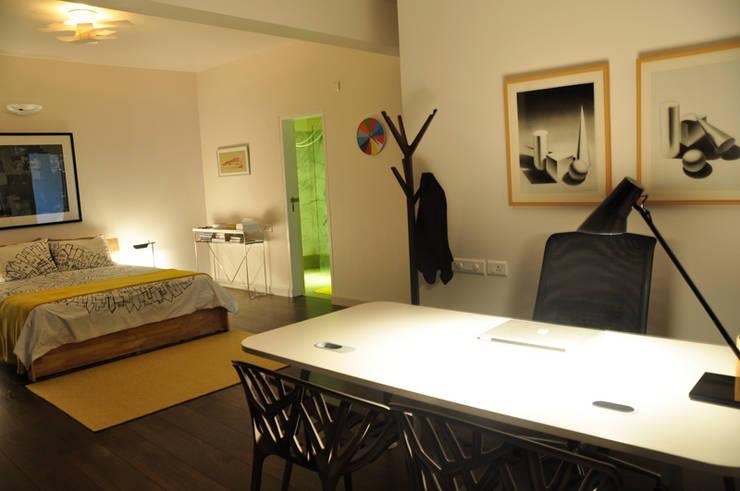 bedroom:  Bedroom by Synectics partners,Minimalist Engineered Wood Transparent