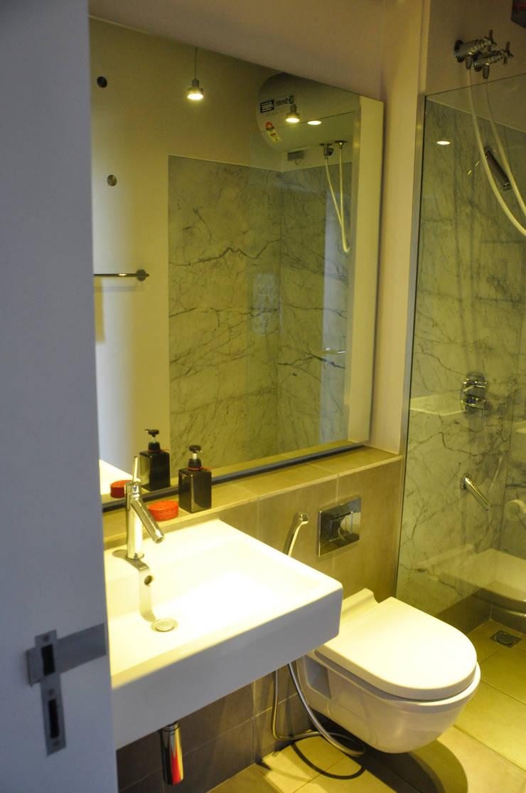 washroom:  Bathroom by Synectics partners,Minimalist Marble