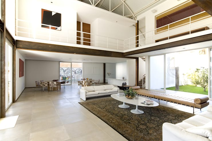 Loft na Pampulha: Salas de estar  por Lanza Arquitetos