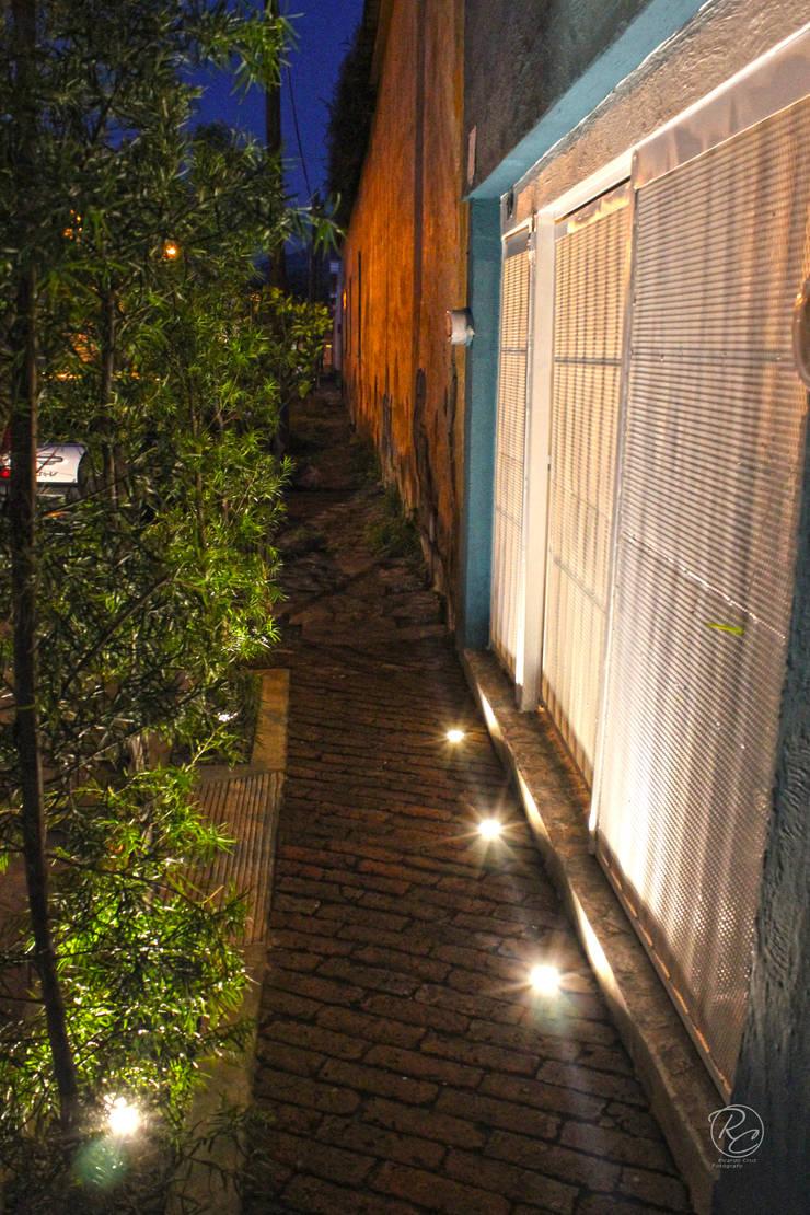 Alta Stone: Jardines de estilo  por Alfagrama estudio