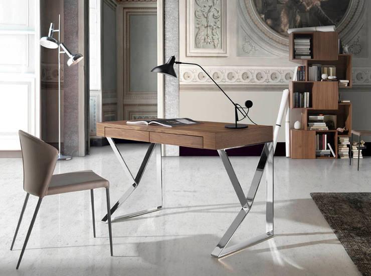 Secretárias com design Desks with design www.intense-mobiliario.com  VENICE : Escritório  por Intense mobiliário e interiores;