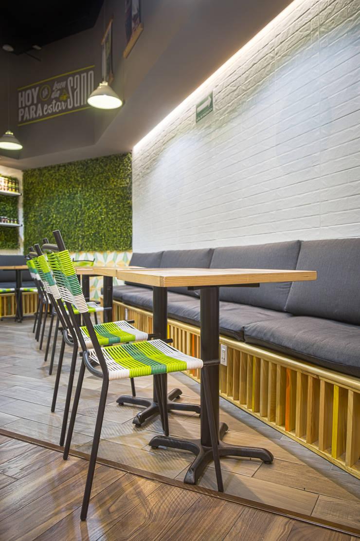 FFF Santa Fé - Interior 03: Restaurantes de estilo  por MX Taller de Arquitectura & Diseño