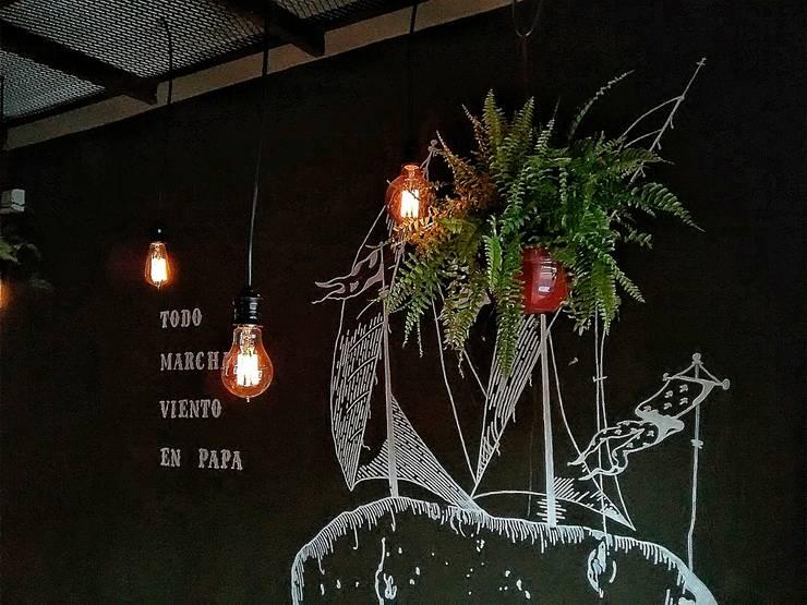 LAMPARA COLGANTE FOCOS EDISON: Oficinas y locales comerciales de estilo  por Lamparas Vintage Vieja Eddie