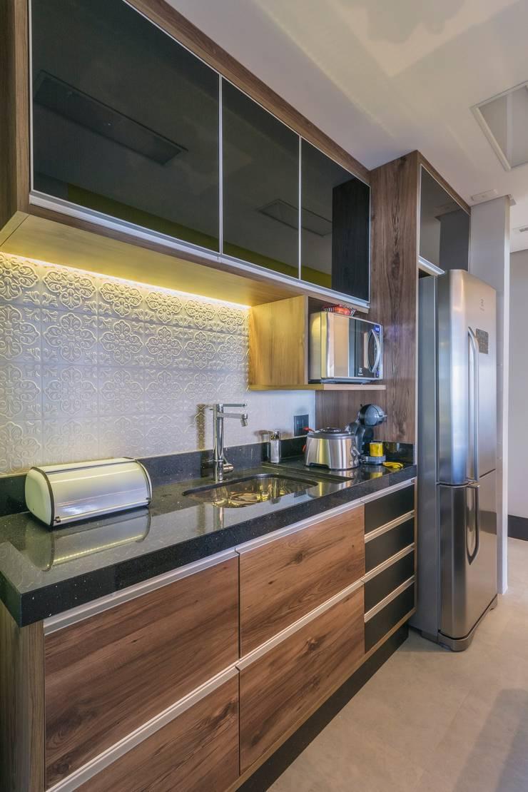 Colors: Cozinhas  por Lo. interiores