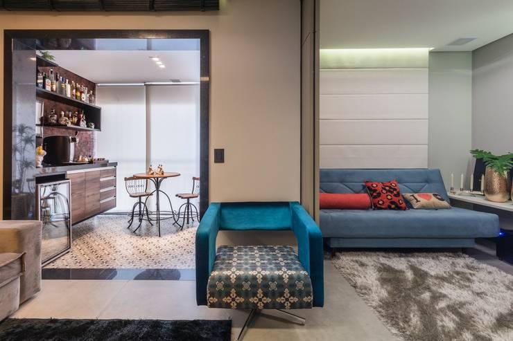 Colors: Salas de estar  por Lo. interiores