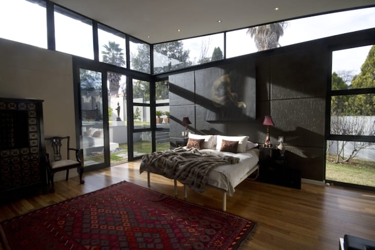 Let The Light In:  Bedroom by Spiro Couyadis Architects