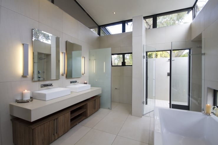 Let The Light In:  Bathroom by Spiro Couyadis Architects