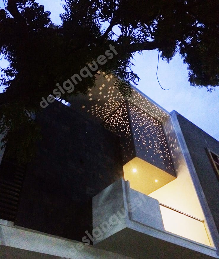 Ramachandran Residence:  Terrace by Design Quest Architects,Modern