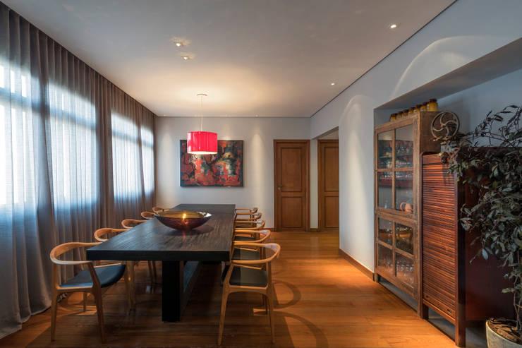Projeto DSC: Salas de jantar modernas por Andréa Buratto Arquitetura & Decoração