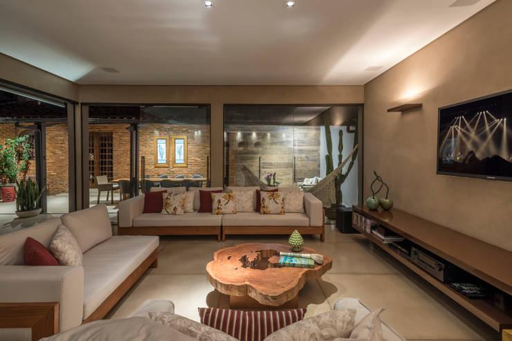 Projeto DSC: Salas de estar  por Andréa Buratto Arquitetura & Decoração