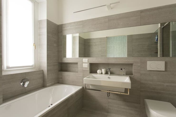 WC IN PIETRA : Bagno in stile  di Luigi Brenna Architetto