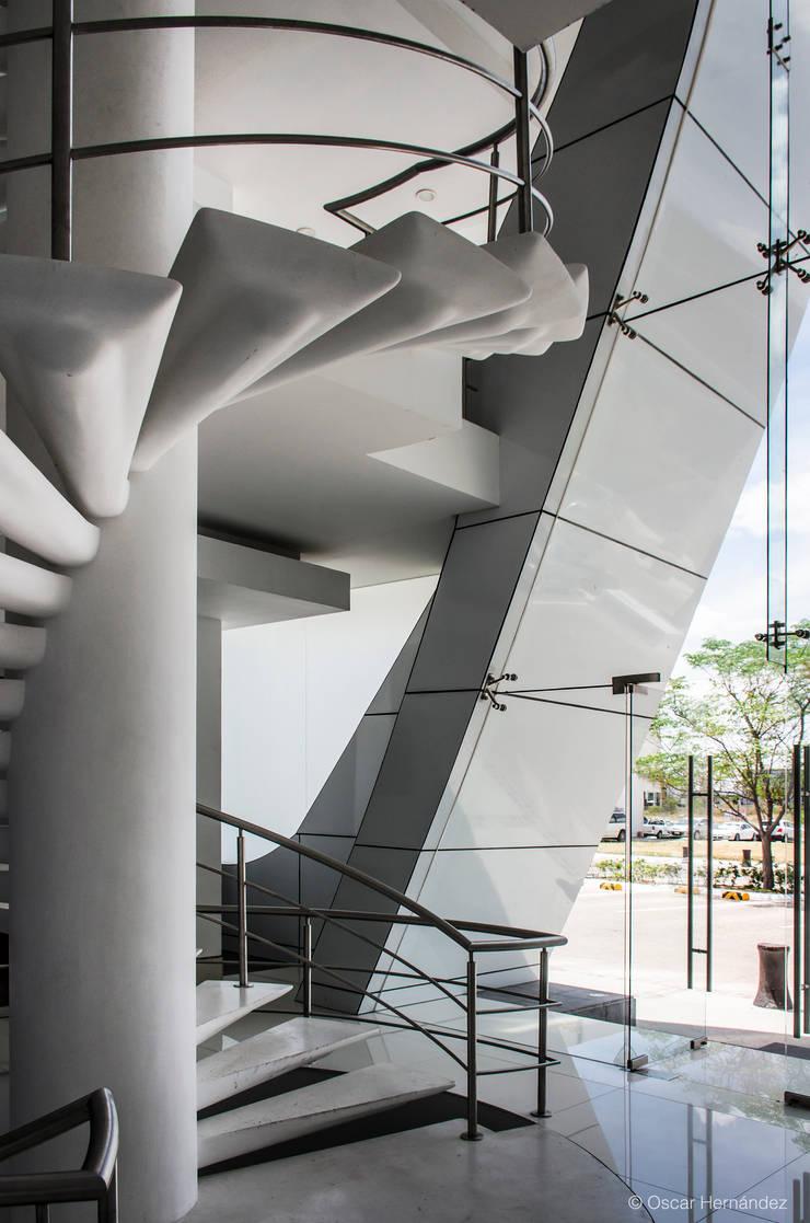 MAXILIM / GRUPO SPAZIO:  de estilo  por Oscar Hernández - Fotografía de Arquitectura