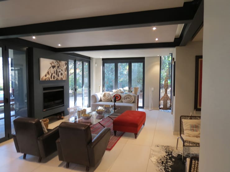 Alterations to existing residence-Bedfordview:  Living room by Spiro Couyadis Architects