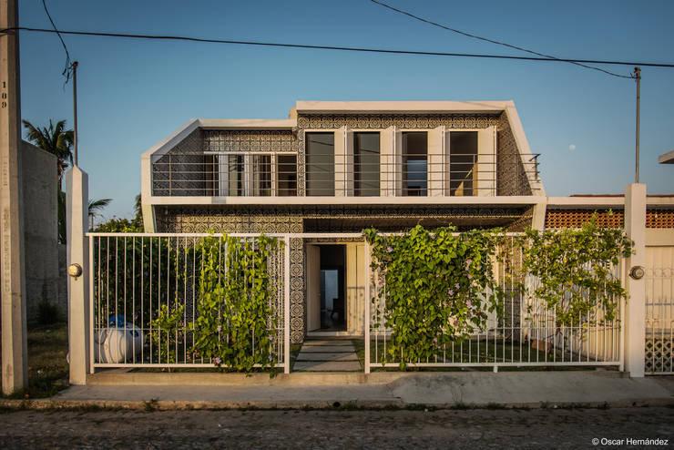 CASA NAVIDAD / PETER PICHTLER:  de estilo  por Oscar Hernández - Fotografía de Arquitectura