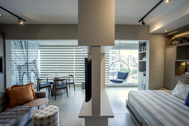 Estante divisória: Sala de estar  por Aonze Arquitetura