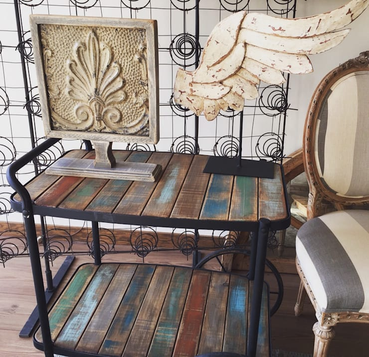 Mesa rodante antigua: Comedor de estilo  por Dos Lunas Deco