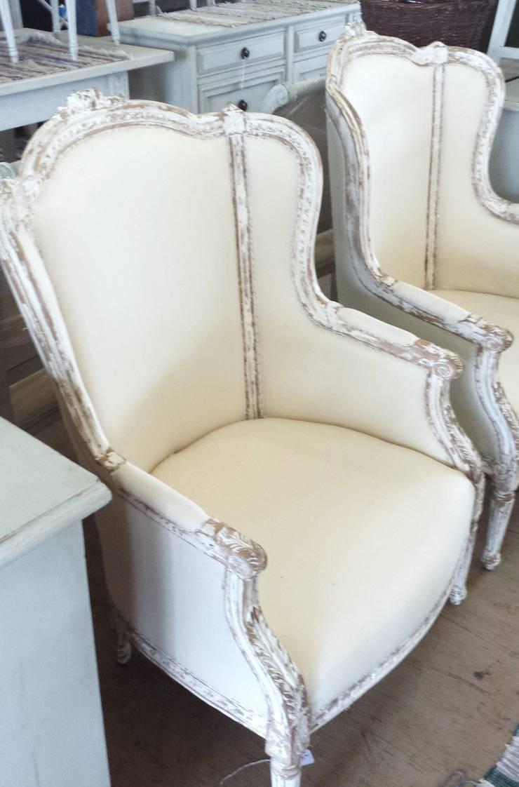 Sofá francés estilo Luis XV: Salas de estilo  por Dos Lunas Deco