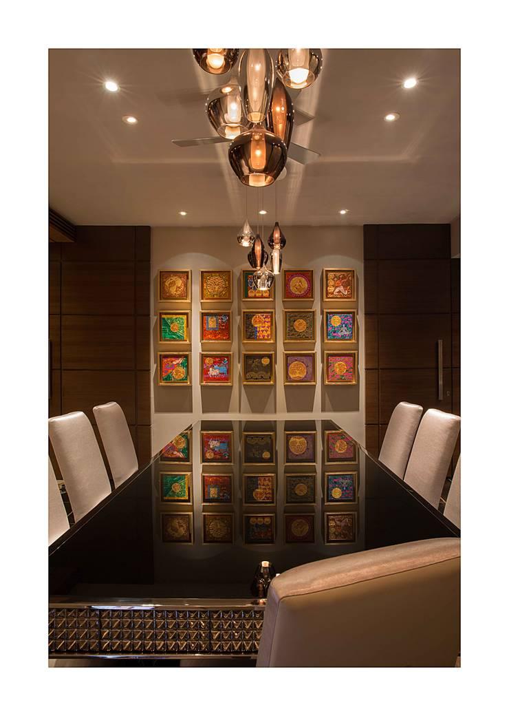 Homes:  Dining room by Rakeshh Jeswaani Interior Architects