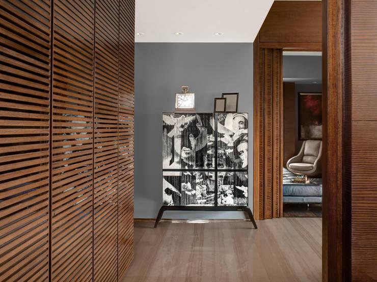 Homes:  Bedroom by Rakeshh Jeswaani Interior Architects