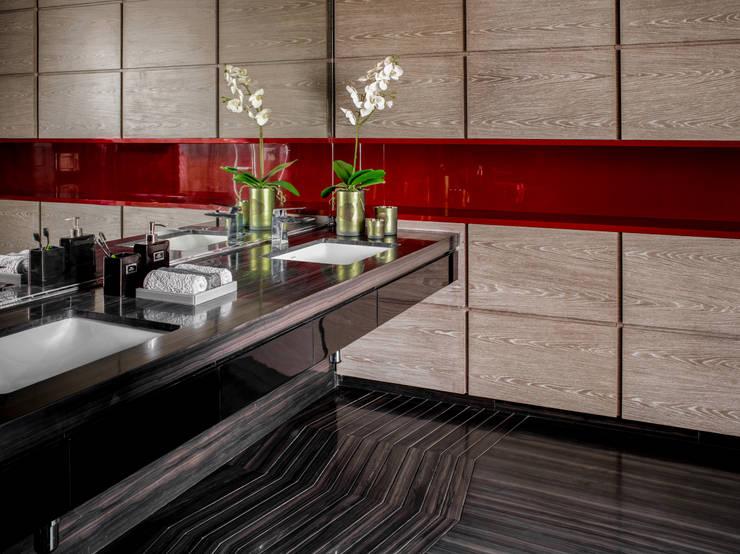 Homes:  Bathroom by Rakeshh Jeswaani Interior Architects